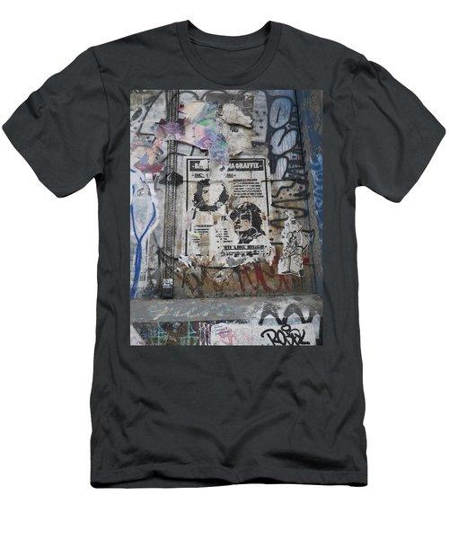 Graffiti In New York City Che Guevara Mussolini  Men's T-Shirt (Athletic Fit)