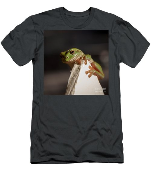 Green Tree Frog Keeping An Eye On You Men's T-Shirt (Athletic Fit)