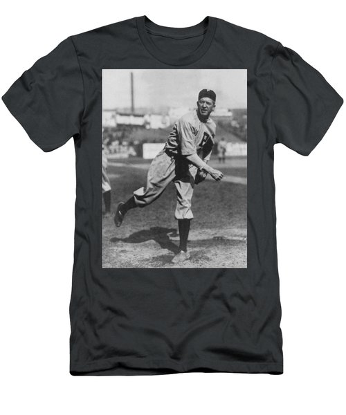 Grover Cleveland Alexander 1915 Men's T-Shirt (Athletic Fit)