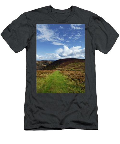 Hiokers On The Track Between Round Hill Men's T-Shirt (Athletic Fit)