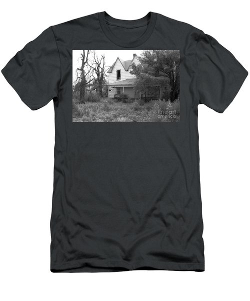 House At The End Of The Street Men's T-Shirt (Athletic Fit)