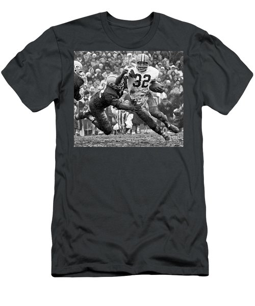 Jim Brown #32 Men's T-Shirt (Athletic Fit)