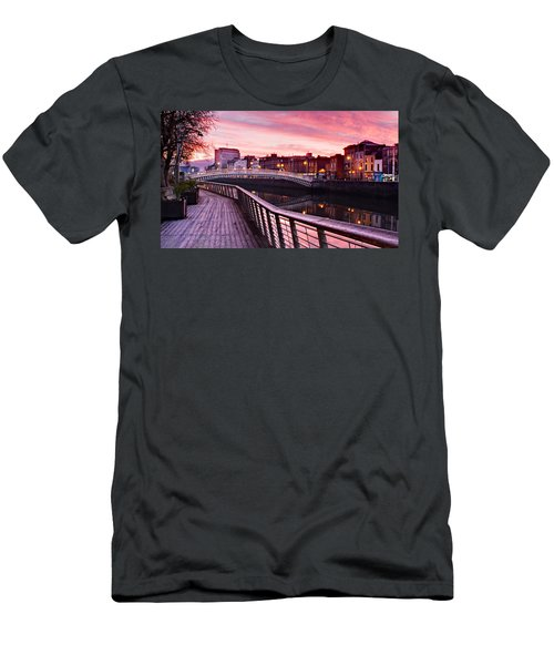 Liffey Boardwalk At Dawn - Dublin Men's T-Shirt (Athletic Fit)