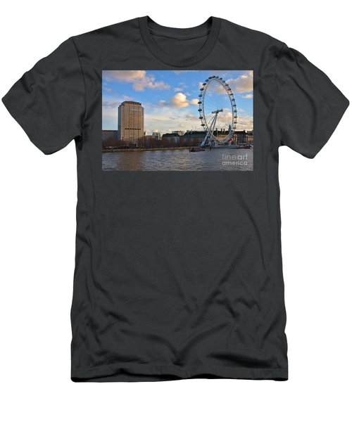 London Eye And Shell Building Men's T-Shirt (Athletic Fit)