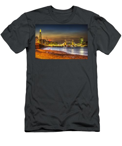 London Night View Men's T-Shirt (Athletic Fit)
