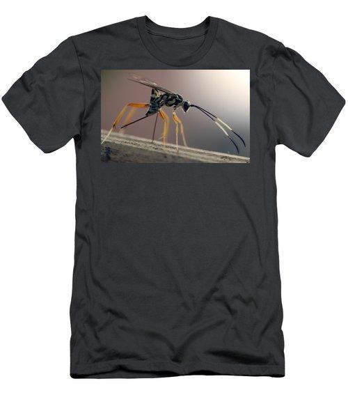 Long Legged Alien Men's T-Shirt (Athletic Fit)