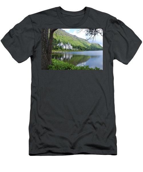 Lovely Kylemore Abbey Men's T-Shirt (Athletic Fit)