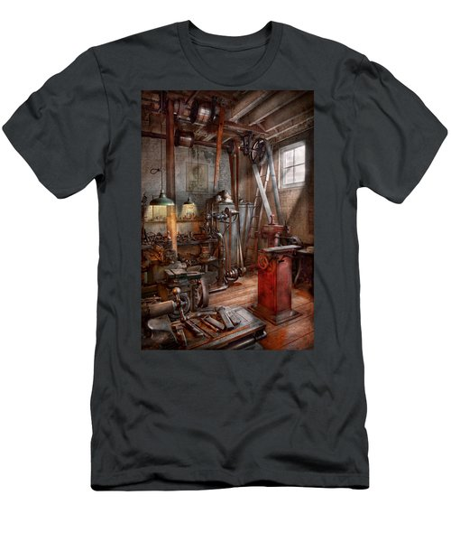 Machinist - The Modern Workshop  Men's T-Shirt (Athletic Fit)