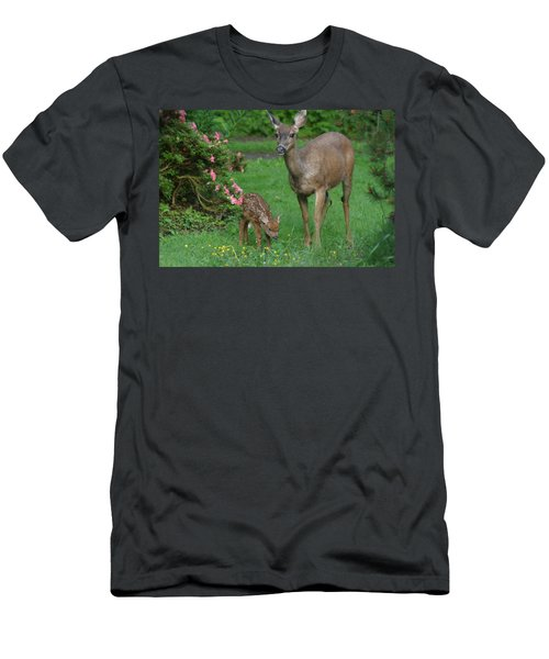 Mama Deer And Baby Bambi Men's T-Shirt (Athletic Fit)