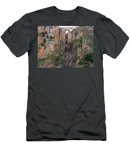 New Bridge V2 Men's T-Shirt (Athletic Fit)