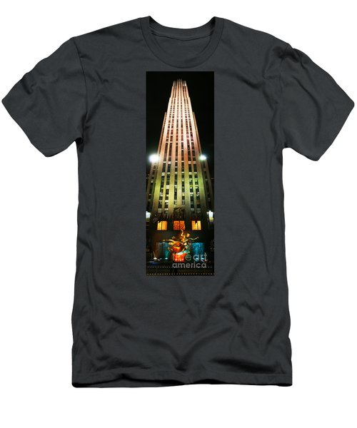 New York - 30 Rock At Night Men's T-Shirt (Athletic Fit)