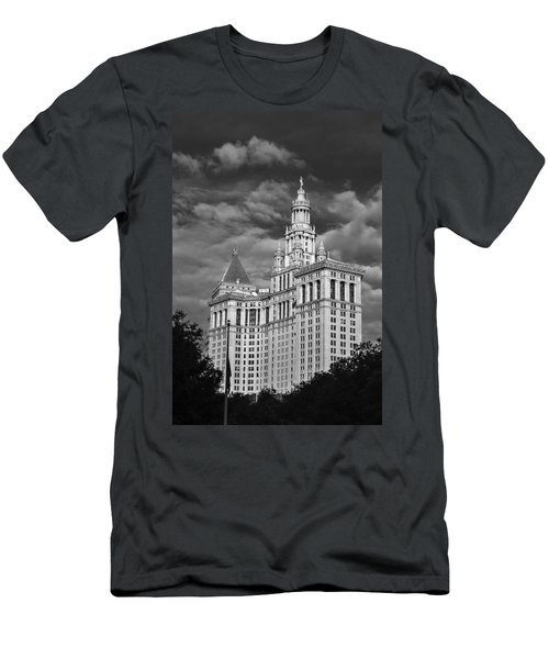 New York Municipal Building - Black And White Men's T-Shirt (Athletic Fit)