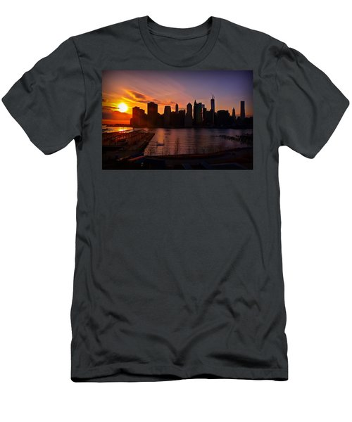 New York Skyline Sunset -- From Brooklyn Heights Promenade Men's T-Shirt (Athletic Fit)