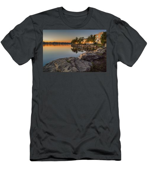 Niagara On The Lake  Men's T-Shirt (Athletic Fit)