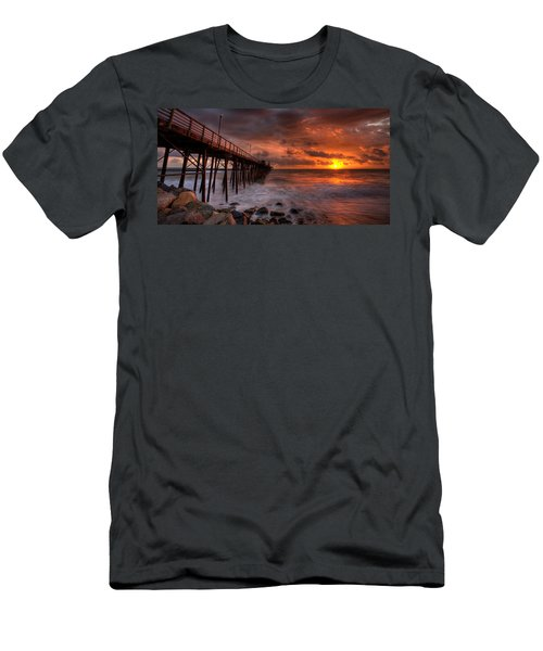 Oceanside Pier Perfect Sunset -ex-lrg Wide Screen Men's T-Shirt (Athletic Fit)