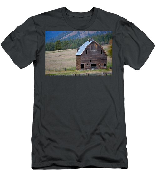 Old Barn In Washington Men's T-Shirt (Athletic Fit)