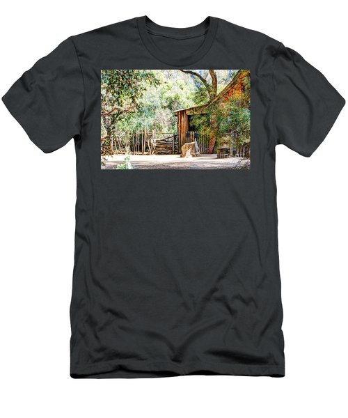 Old Farm Building Men's T-Shirt (Athletic Fit)