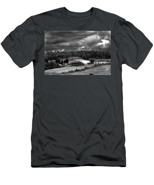 Old Farm Men's T-Shirt (Athletic Fit)