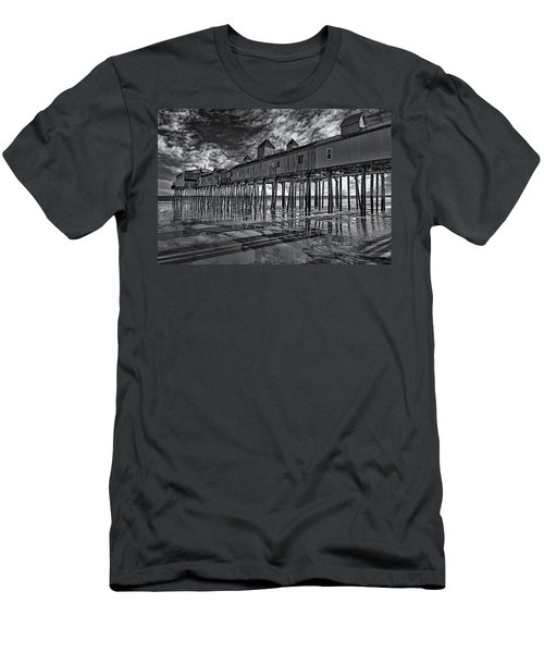 Old Orchard Beach Pier Bw Men's T-Shirt (Athletic Fit)