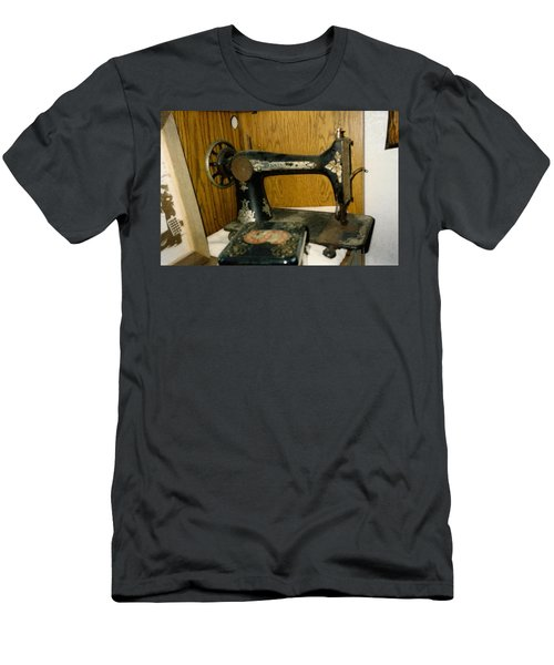 Old Sewing Machine Men's T-Shirt (Athletic Fit)