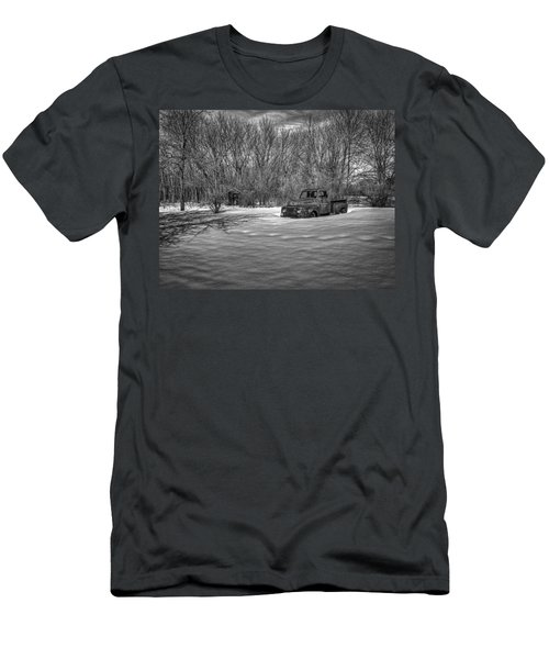 Old Timer In The Snow Men's T-Shirt (Athletic Fit)