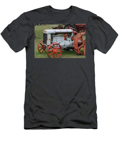 Old Tractor Men's T-Shirt (Athletic Fit)