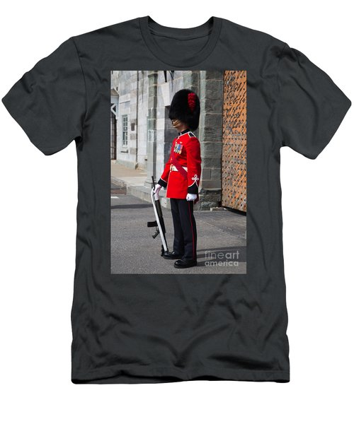 On Guard Quebec City Men's T-Shirt (Athletic Fit)