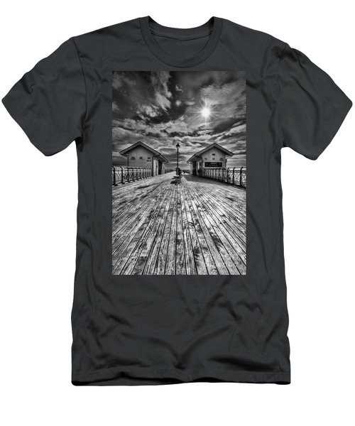 Penarth Pier 2 Monochrome Men's T-Shirt (Slim Fit)