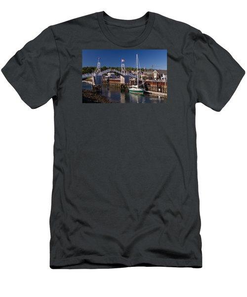 Perkins Cove Ogunquit Maine Men's T-Shirt (Athletic Fit)