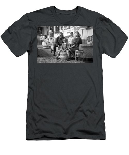 Princess Grace Of Monaco And Family In Ireland Men's T-Shirt (Slim Fit) by Irish Photo Archive