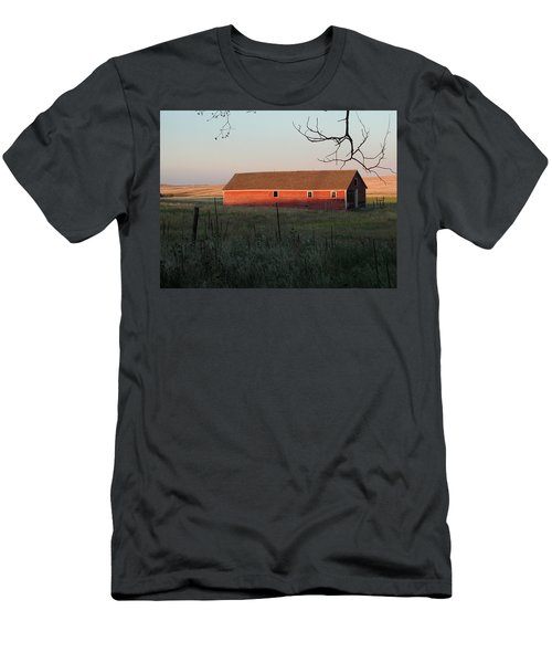 Red Granary Barn Men's T-Shirt (Athletic Fit)