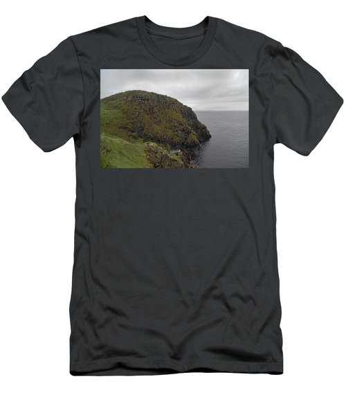 Rescue Boat Carrick-a-rede Ireland Men's T-Shirt (Athletic Fit)