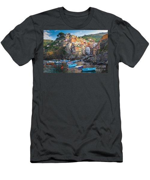 Riomaggiore Boats Men's T-Shirt (Athletic Fit)