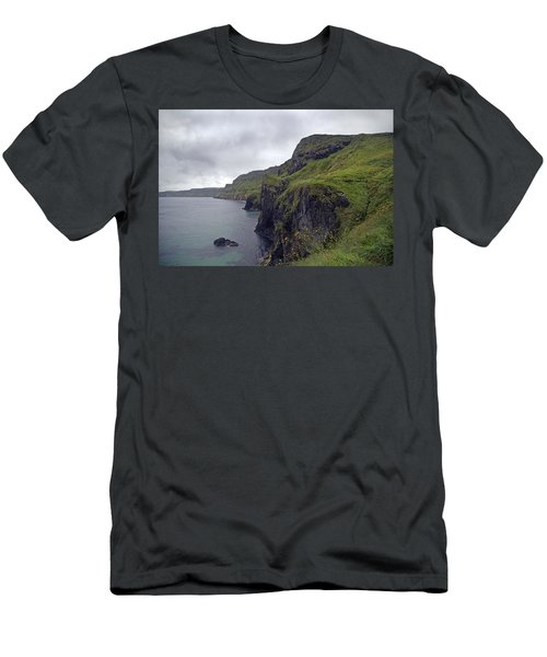 Rope Bridge Paradise Ireland Men's T-Shirt (Athletic Fit)