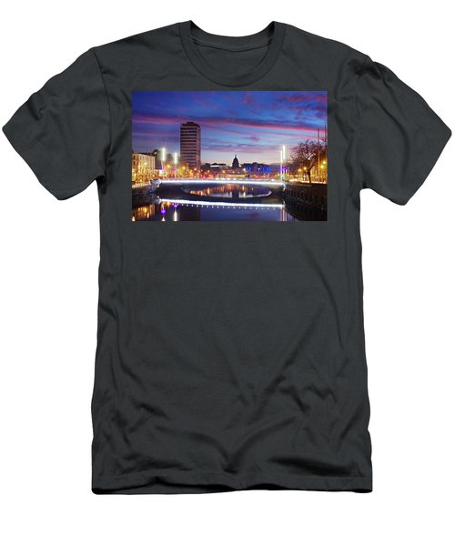 Rosie Hackett Bridge - Dublin Men's T-Shirt (Athletic Fit)