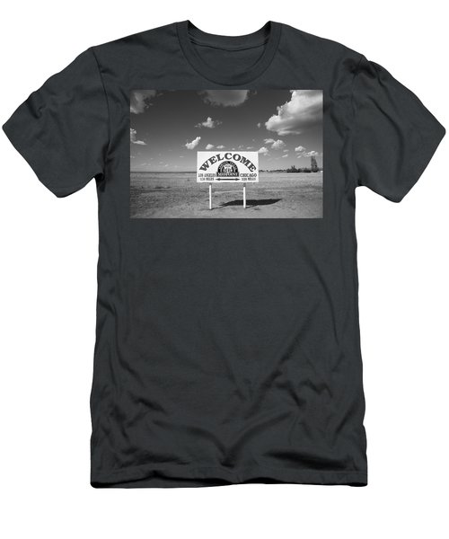 Route 66 - Midpoint Sign Men's T-Shirt (Slim Fit)
