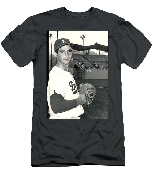 Sandy Koufax Photo Portrait Men's T-Shirt (Athletic Fit)