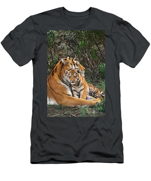 Siberian Tiger Mother And Cub Endangered Species Wildlife Rescue Men's T-Shirt (Athletic Fit)
