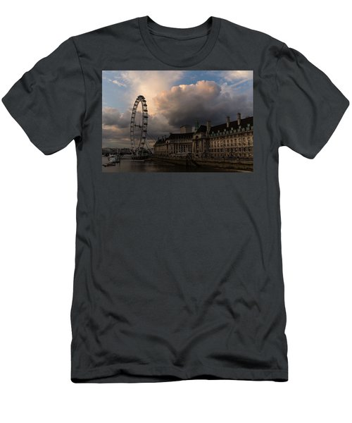 Sky Drama Around The London Eye Men's T-Shirt (Athletic Fit)