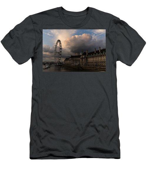 Sky Drama Around The London Eye Men's T-Shirt (Athletic Fit)
