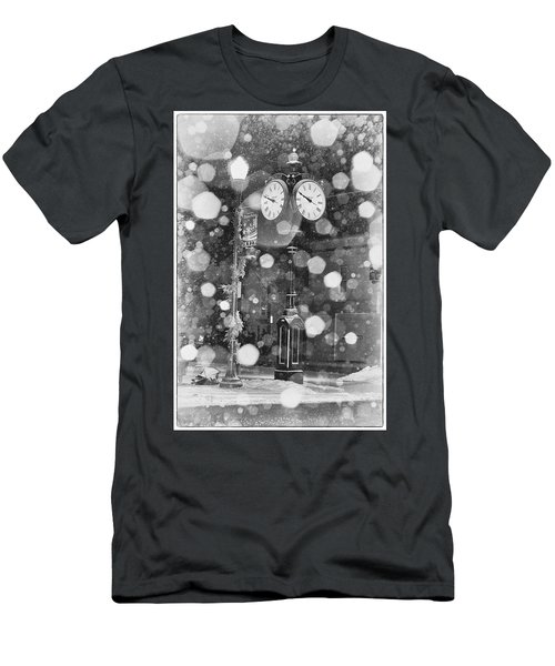 Snow Time Holly Michigan Men's T-Shirt (Athletic Fit)