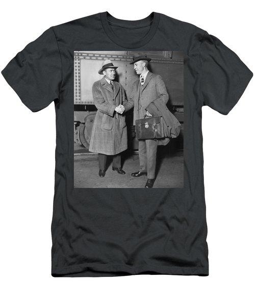 Sportsmen In Chicago Station Men's T-Shirt (Athletic Fit)
