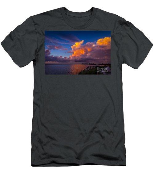 Storm On Tampa Men's T-Shirt (Slim Fit)