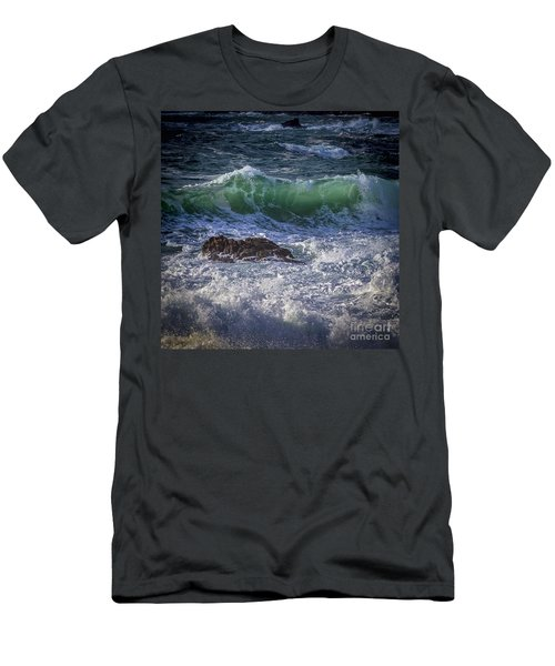 Swells In Doninos Beach Galicia Spain Men's T-Shirt (Athletic Fit)