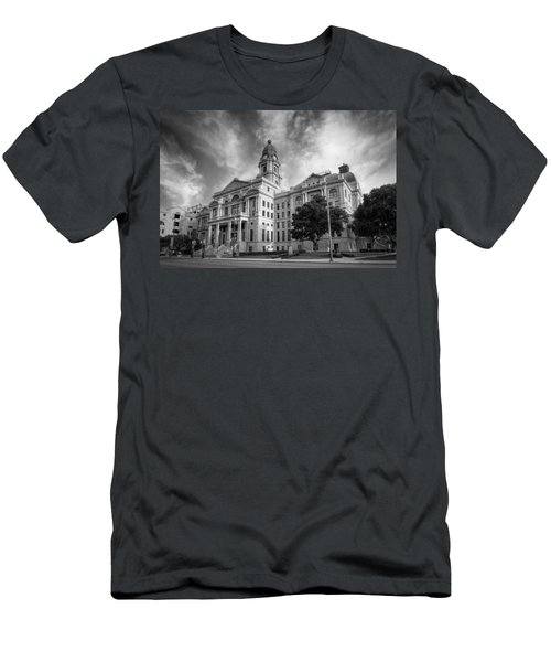 Tarrant County Courthouse Bw Men's T-Shirt (Athletic Fit)