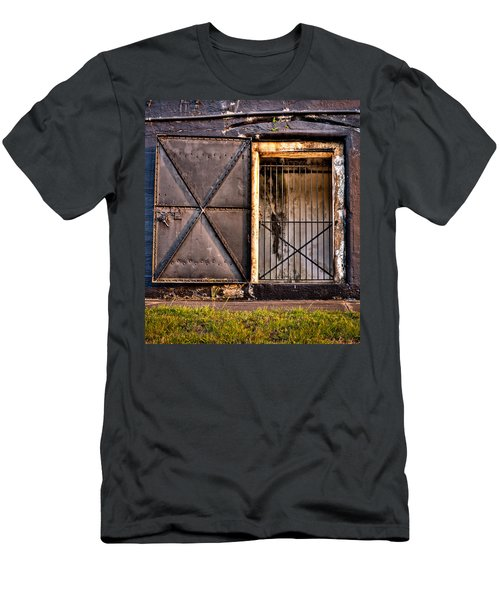 The Old Fort Gate-color Men's T-Shirt (Athletic Fit)
