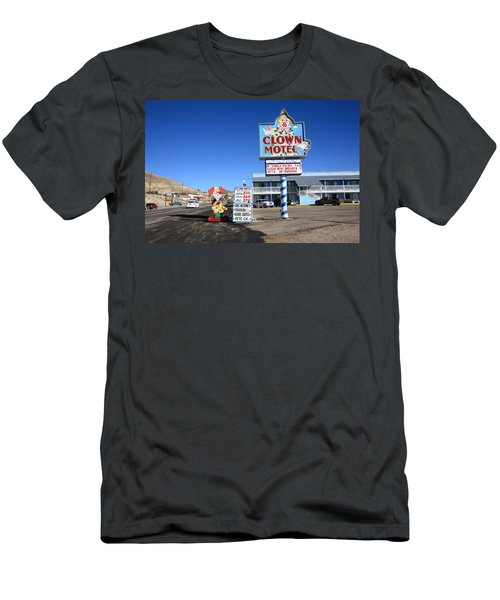 Tonopah Nevada - Clown Motel Men's T-Shirt (Athletic Fit)