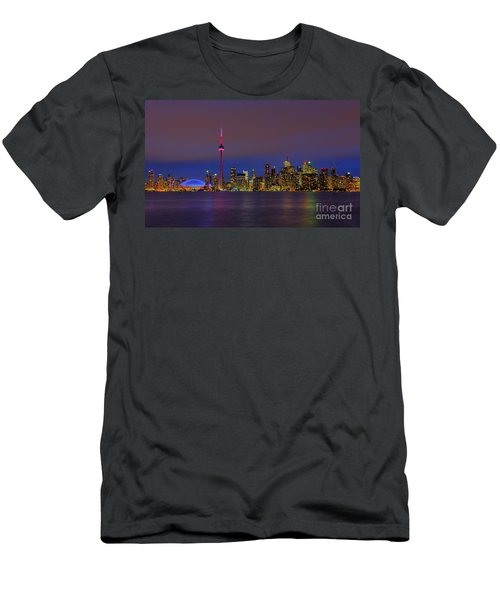 Toronto By Night... Men's T-Shirt (Athletic Fit)