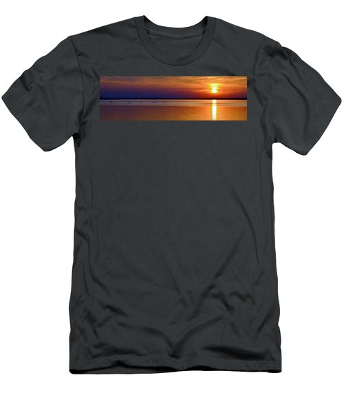 Tours End - Kayak Sunset Photo Men's T-Shirt (Athletic Fit)
