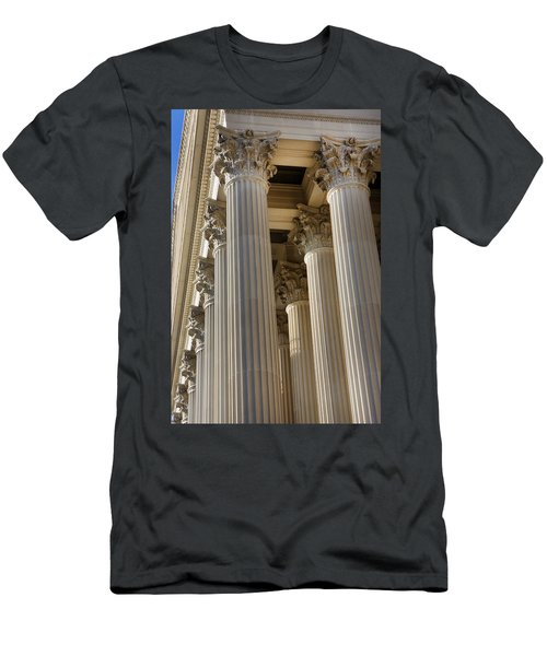 Us Archive Columns Men's T-Shirt (Athletic Fit)